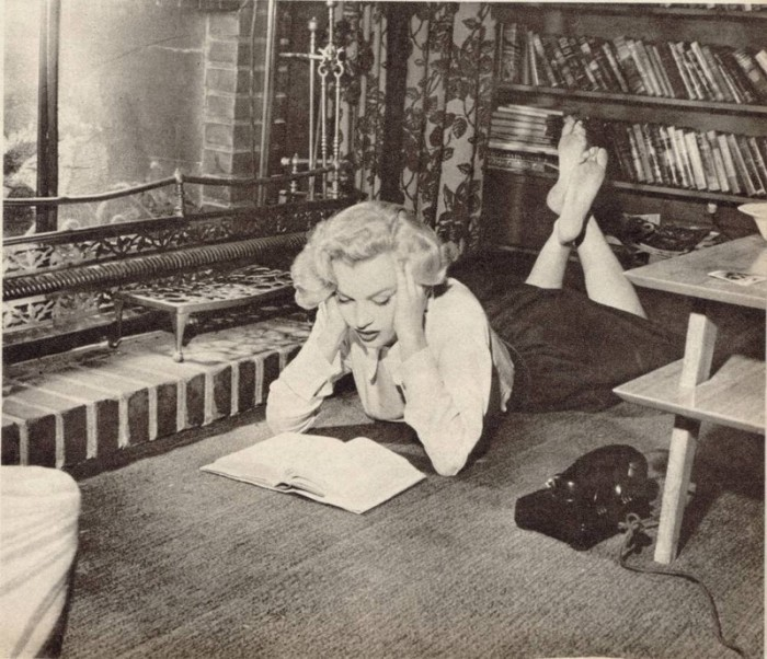 marilyn-monroe-reading-11