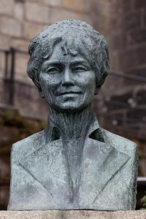 Rosalía busto